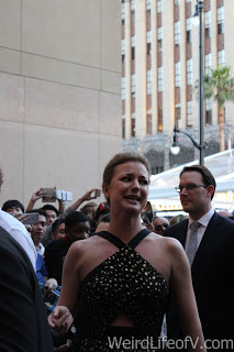 Emily Van Camp apologizing because she can\'t stop for photos or autographs