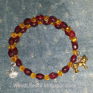 DIY: Game of Thrones - House of Lannister inspired beaded memory wire bracelet