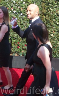 Keegan-Michael Key waves to fans at the 2016 Emmys