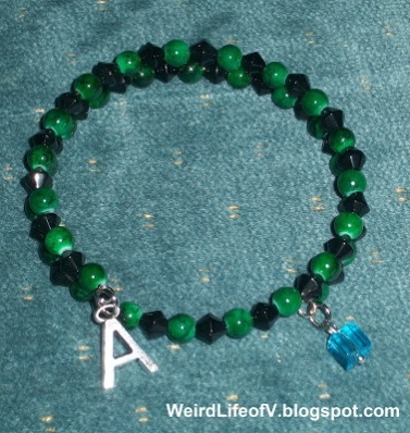 DIY: Marvel\'s Incredible Hulk inspired beaded memory wire bracelet