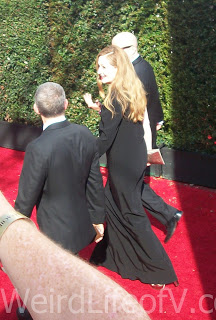 Miranda Otto waving to fans on the Emmys 2016 Red Carpet