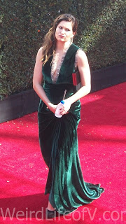 Kathryn Hahn makes a face at the fans in the bleachers at the Emmy Awards