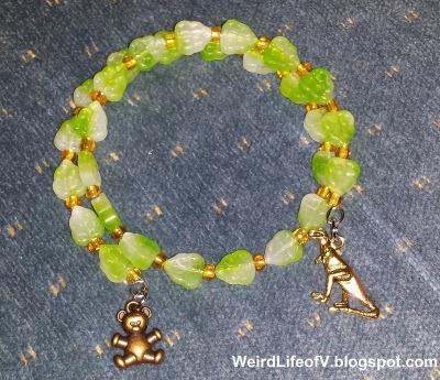 Green leaf beads memory wire bracelet