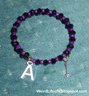 DIY: Marvel\'s Hawkeye inspired beaded memory wire bracelet