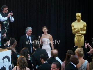 Jennifer Lawrence looking at the fans while being interviewed by Chris Connelly at the 2013 Academy Awards