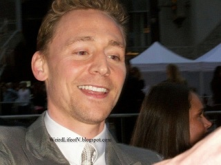 Tom Hiddleston signing autographs at the Iron Man 3 premiere
