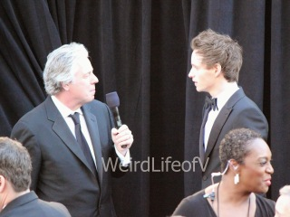 Eddie Redmayne being interviewed by Chris Connelly at the 2013 Oscars