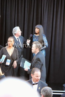 Jennifer Hudson being interviewed by Chris Connelly at the 2013 Academy Awards