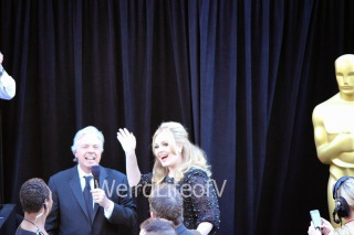 Adele waving to the fans while being interviewed by Chris Connelly at the 2013 Oscars