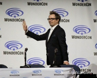 Gary Oldman walking onstage for the Dawn of the Planet of the Apes panel