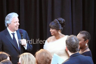 Octavia Spencer being interviewed by Chris Connelly at the 2013 Academy Awards