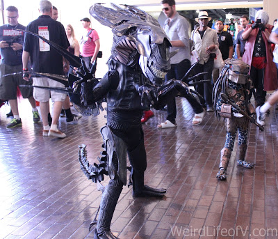 This little girl\'s Xenomorph cosplay is on point at LBCC 2016