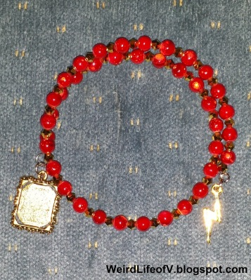 DIY: The Flash inspired beaded memory wire bracelet