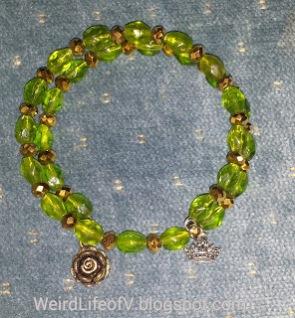 DIY: Game of Thrones - House of Tyrell inspired beaded memory wire bracelet
