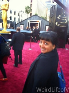I\'m in front of the guest entrance to the Oscars Red carpet!