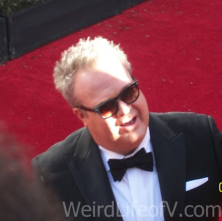 Eric Stonestreet chatting with fans at the 2016 Emmys