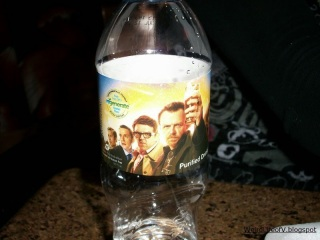 Free bottle of water courtesy of the The World\'s End film - Outside SDCC 2013