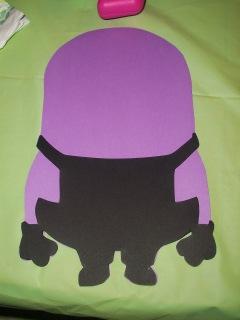 Glue overalls to minion body