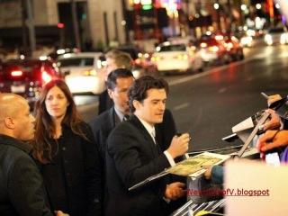 Orlando Bloom signing autographs
