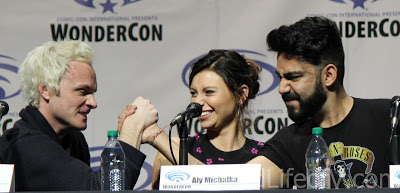 David Anders and Rahul Kohli arm wrestle for Aly Michalka\'s character