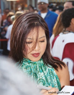 Michelle Kwan signing autographs of the Pirates of the Caribbean premiere